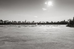 Frozen Jacqueline Kennedy Onassis Reservoir and NYC famous skyline, B&W Stock Photos
