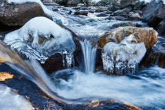 Frozen mountain river Royalty Free Stock Images