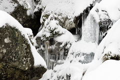 Frozen waterfall among rocks Royalty Free Stock Photos