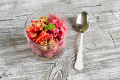 Frozen yogurt with strawberries and cookie crumbs in a glass bowl Royalty Free Stock Photos