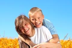 Frère et sisier heureux Photo stock