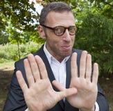 Försiktig manlig affärsman som utomhus diskuterar om strategiska ledarskaplösningar Fotografering för Bildbyråer