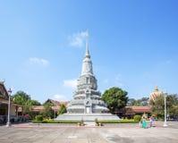 Försilvra stupaen i silverpagoden, Royal Palace Cambodja, Phnom Penh, Cambodja Royaltyfri Foto
