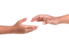 Försök för två händer att nå isolerad white för begrepp hjälp Isolerat på vit Royaltyfri Foto