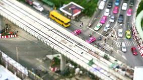 Förskjutning för lutande för trafikfolkövergångsställe stock video