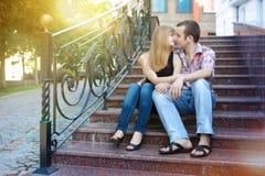 Första kyss på det första datumet Royaltyfria Bilder