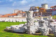 Förstörda forntida kolonndetaljer i Smyrna izmir Arkivbild
