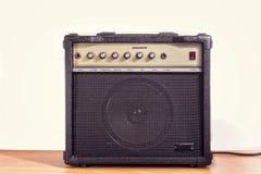 Förstärkare för elektrisk gitarr Fotografering för Bildbyråer