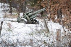 Försvarlinje artilleri i vinter Arkivfoto