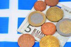 Förtjänst i det Grekland begreppet med pengar och flaggan Arkivbild