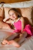 Förtjusande liten flicka hemma Royaltyfri Fotografi