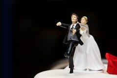 fru för bröllop för skulptur för cakegarneringmaka Royaltyfri Foto