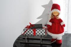 Fru Santa Claus Presents Sleigh Royaltyfri Bild