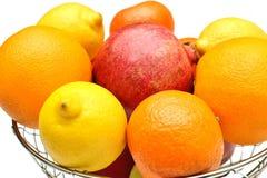Frucht auf einem weißen Hintergrund Lizenzfreie Stockfotografie
