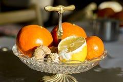 Frucht auf Schüssel Stockfotografie
