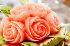 Frucht Carvings auf dem Buffettisch Lizenzfreie Stockbilder