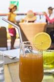 Frucht cocktailon ein Hintergrund der Familie stillstehend in Abu Dhabi Stockbild
