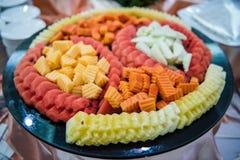 Frucht geschnitten auf Platte für Ereignispartei Stockbilder