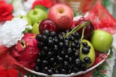 Frucht im Korb lizenzfreies stockfoto