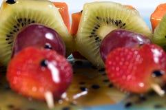 Frucht kebabs schließen oben Lizenzfreie Stockfotos