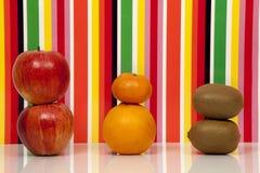 Frucht, mehrfarbiger Hintergrund Apple, Orange, Mandarine, Kiwi Lizenzfreies Stockbild