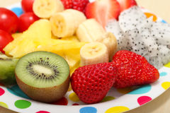 Frucht-Platten-Erdbeere lizenzfreie stockfotos