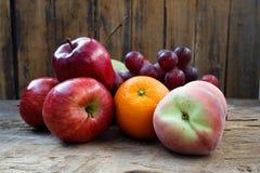 Frucht-Servierplatte Lizenzfreie Stockbilder