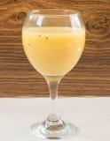 Frucht Smoothie der Banane, der Orange, der Kiwi und der Tangerine Lizenzfreies Stockfoto
