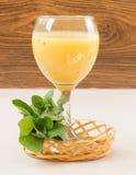 Frucht Smoothie der Banane, der Orange, der Kiwi und der Tangerine Stockbild