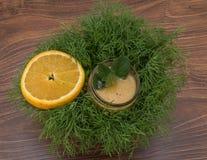 Frucht Smoothie der Banane, der Orange, der Kiwi und der Tangerine Lizenzfreie Stockfotos