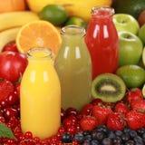 Frucht Smoothies gemacht von den Orangen, von den Erdbeeren und von der Kiwi Lizenzfreies Stockfoto