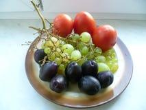 Frucht, Trauben und Pflaumen Stockfotos