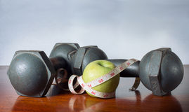 Frucht und Übung für Gesundheit Stockfotografie