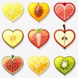 Frucht- und Beerenikonennetz in Form von Herzen Lizenzfreies Stockfoto