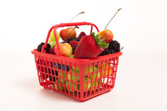 Frucht und Berry Basket Stockfotos