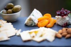 Frucht- und Käsemehrlagenplatte Lizenzfreie Stockfotografie