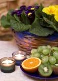 Frucht und Kerzen Aufbau Lizenzfreie Stockbilder