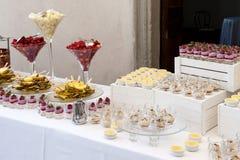 Frucht- und Nachtischbuffet Stockfotografie