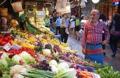 Frucht- und vegmarktstall in Istanbul Lizenzfreies Stockbild