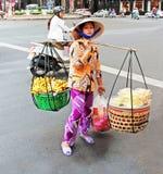 Frucht-Verkäufer in Vietnam lizenzfreies stockbild