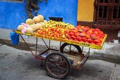 Frucht-Warenkorb in Cartagena Lizenzfreies Stockfoto