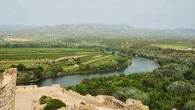 Fruchtbares Tal des spanischen Flusses Ebre Stockbilder
