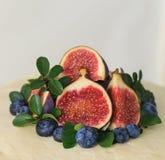 Fruchtbelagsdekoration mit Feige Lizenzfreie Stockbilder