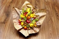 Arrangement aus verschiednen Früchten stock photography