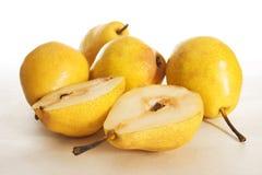 Fruchtfruchtbirne halb Lizenzfreie Stockfotos