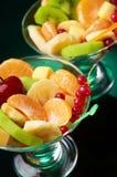 Fruchtiger Salat gedient Stockfoto
