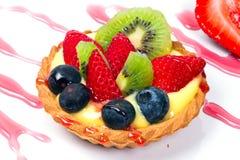 Fruchtiges Vanillepuddingtörtchen Lizenzfreie Stockbilder