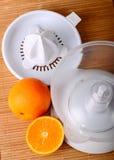 Fruchtjuicer und -orangen Stockbild