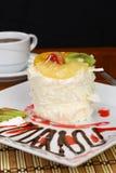 Fruchtkuchen mit Kiwi und Erdbeere Lizenzfreies Stockfoto