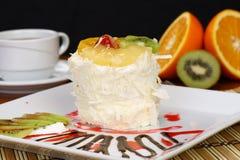 Fruchtkuchen mit Kiwi und Erdbeere Lizenzfreie Stockfotos